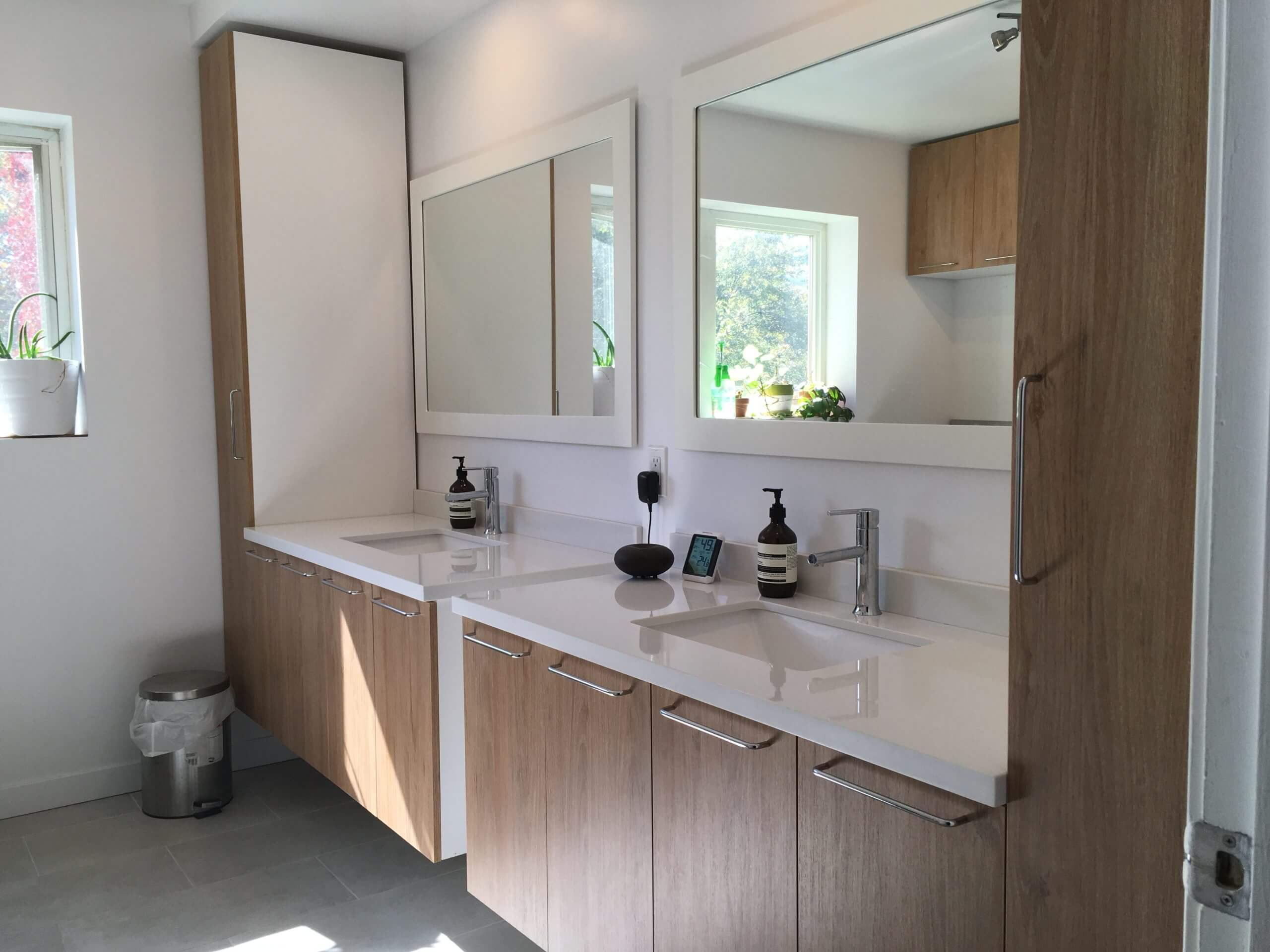 modern bathroom cabinetry and vanities in Montreal