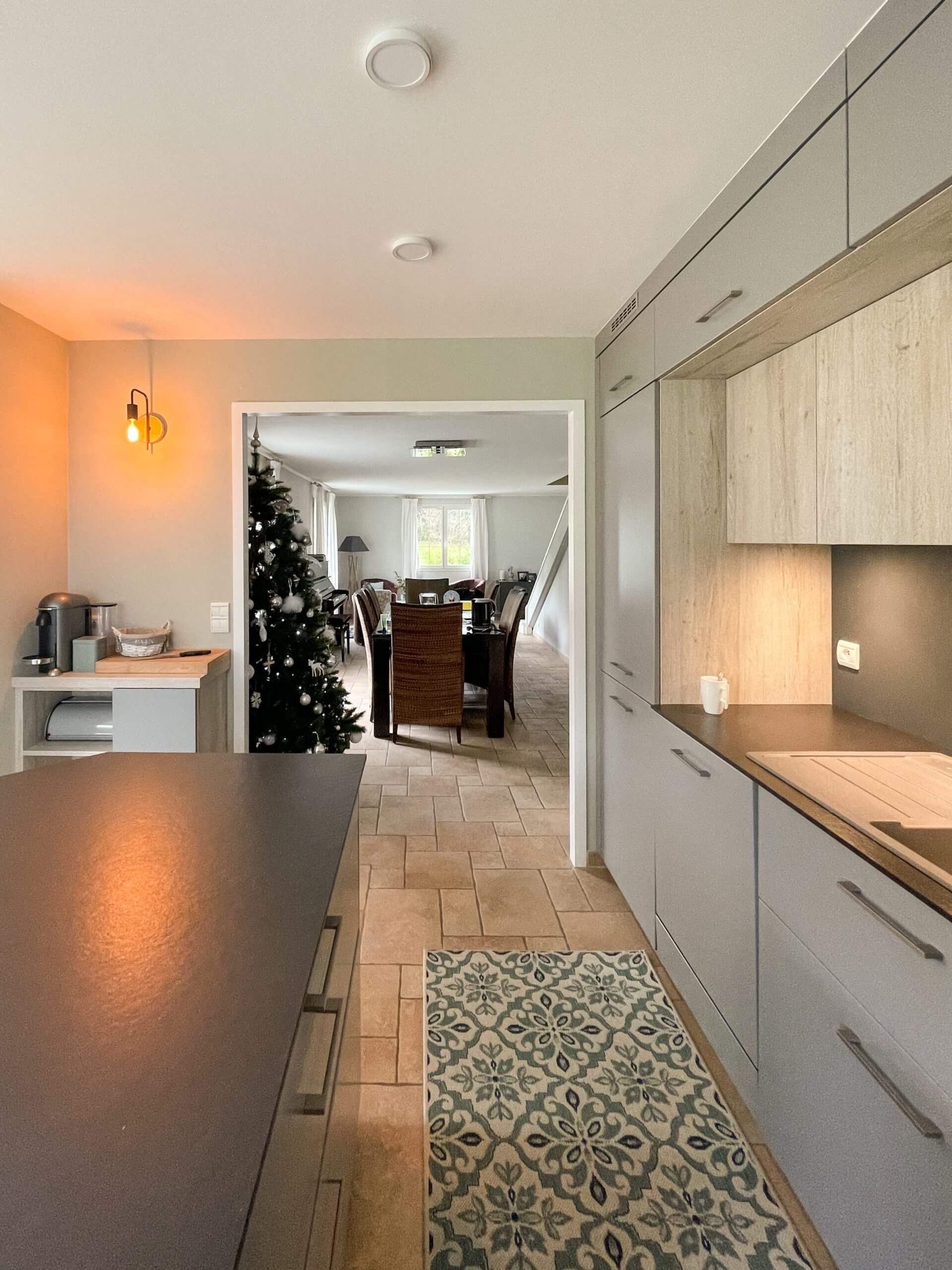 kitchen contractor refacing and backsplash in Montreal