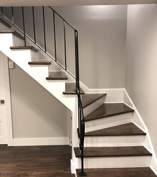 Escalier de la rénovation du sous-sol