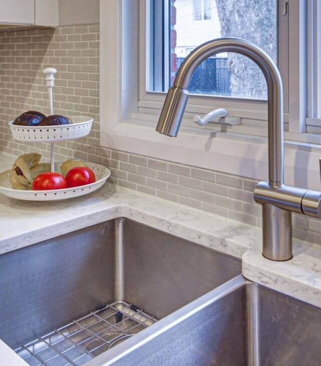 kitchen contracting company in Montreal for lighting